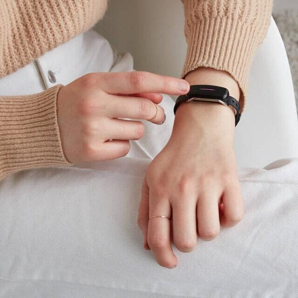 mom activating her bond touch bracelet